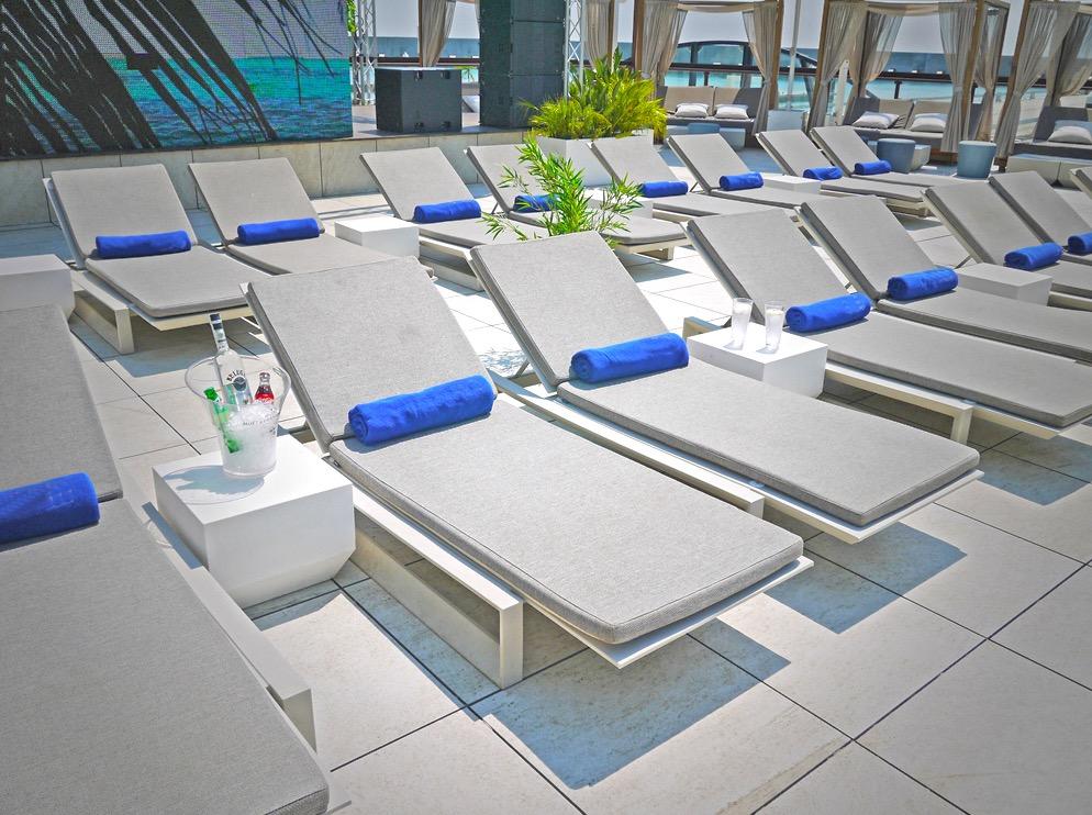SUN BED @ GO BEACH CLUB - Premium Go Beach Club Barcelona Pool