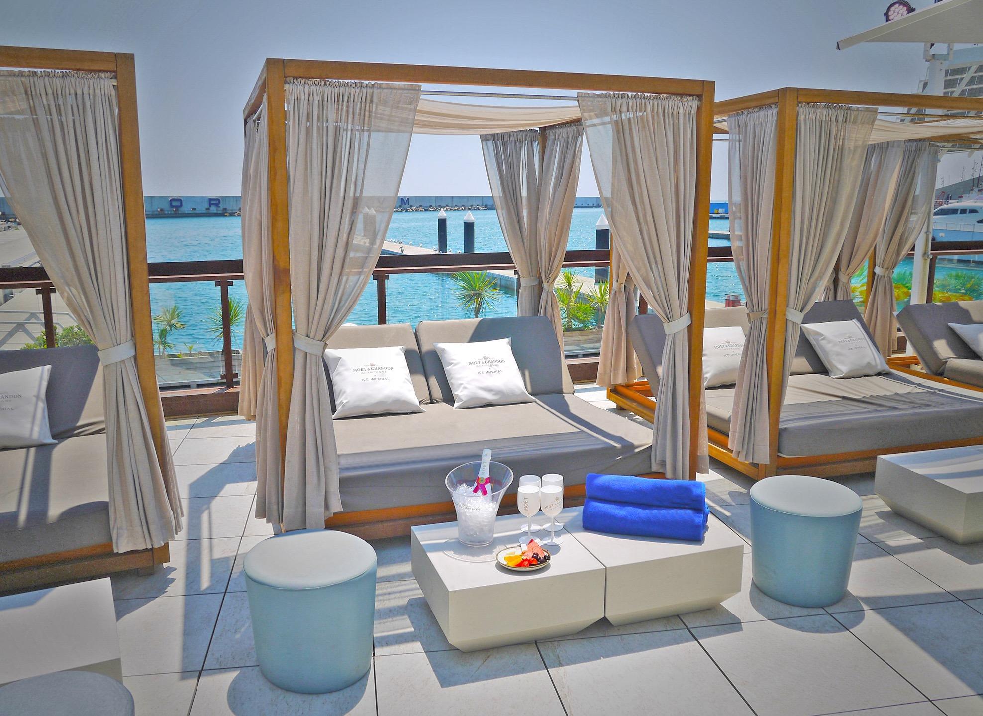BALINES BED @ GO BEACH CLUB  - Premium Go Beach Club Barcelona Pool