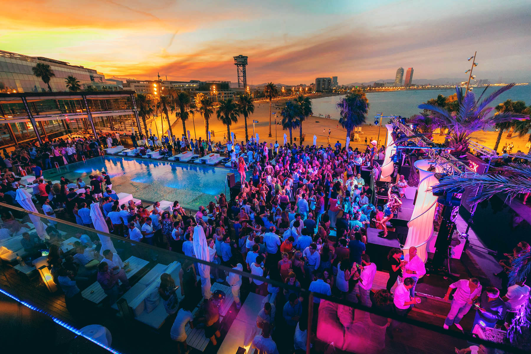 WHITE NIGHT | WET DECK® W BARCELONA