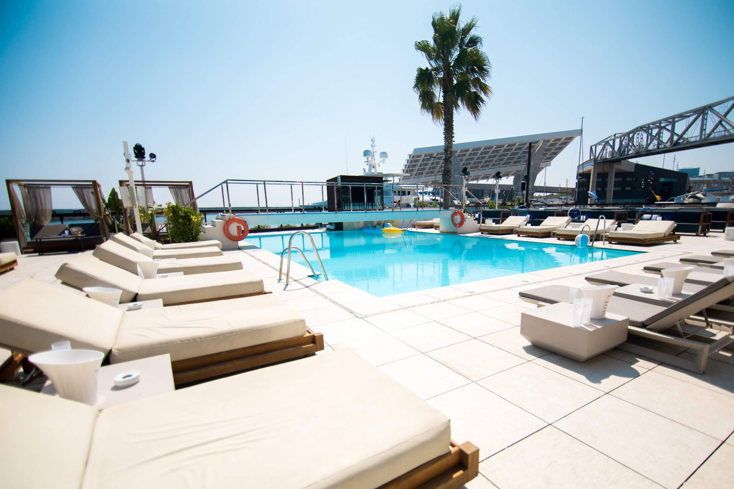 SOFAS @ PISCINA GO BEACH CLUB  GO BEACH CLUB BARCELONA POOL